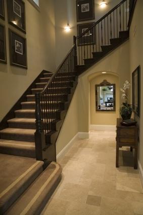Donner de la perspective un couloir sombre - Quelle couleur de peinture pour un couloir sombre ...